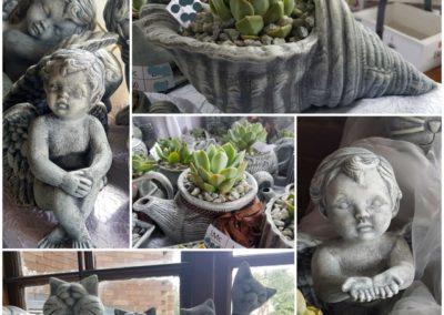 Keramiek bakkies en ornamente met vetplantjies